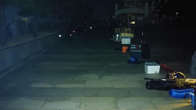 横須賀 海辺釣り公園 朝の混雑状況4時30分
