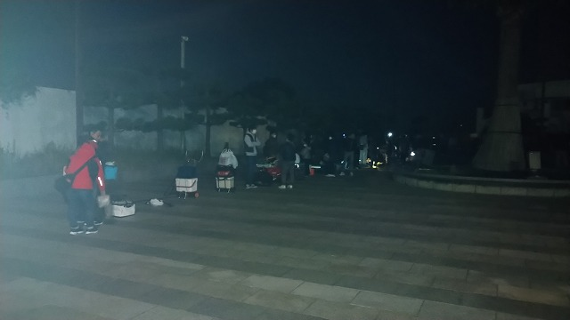 横須賀 海辺釣り公園 朝の混雑状況4時45分