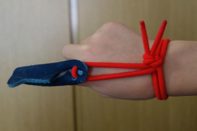 赤い紐の位置を整えた図