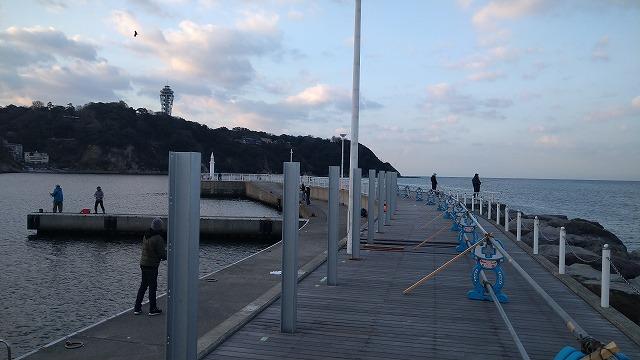 片瀬漁港の混雑状況:白灯台周辺