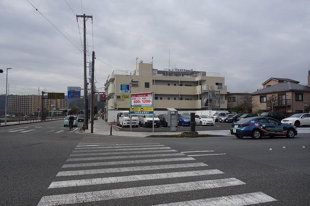 開国橋交差点付近の駐車場