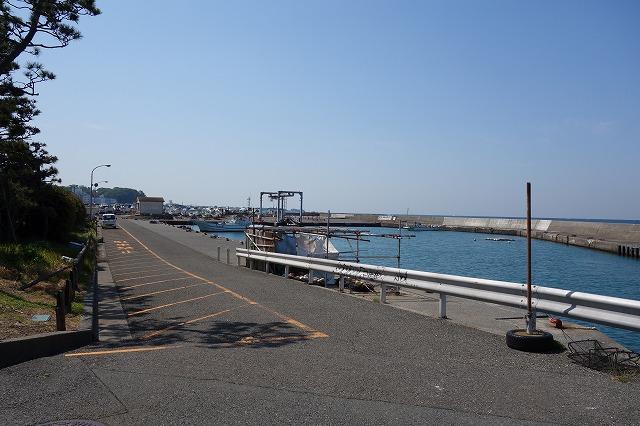 秋谷漁港の入り口からの風景写真