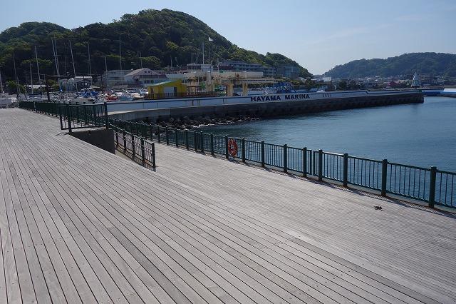 防波護岸入口より入り左側の写真