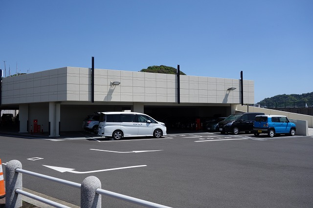 葉山港の駐車場風景写真