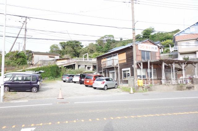 つりの浜浦の写真(左が駐車場です)
