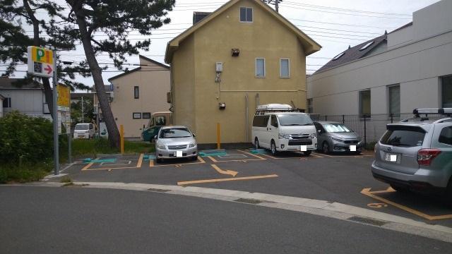 長井港付近の時間貸し駐車場の風景写真