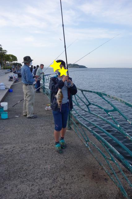 息子がメバルを釣った写真