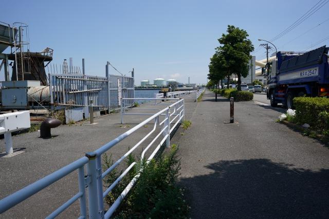 根岸港コンビニ前釣り場の写真